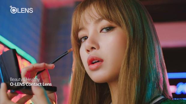 Idol Hàn đeo lens sáng màu: xuất sắc có Irene, Jennie... còn giống ma sói nhất là Hwasa, Hyuna - Ảnh 3.