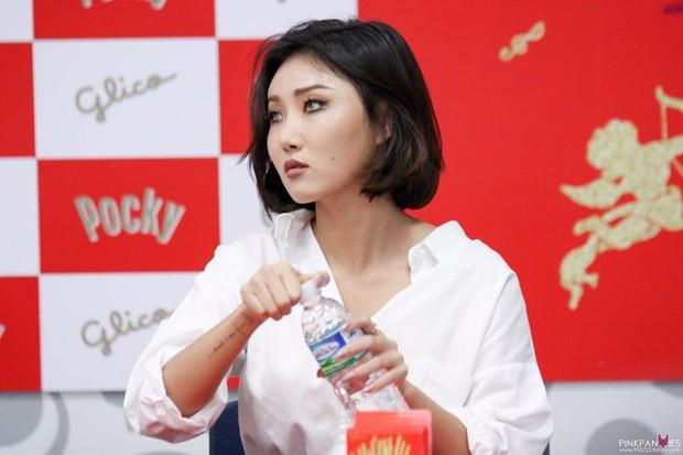 Idol Hàn đeo lens sáng màu: xuất sắc có Irene, Jennie... còn giống ma sói nhất là Hwasa, Hyuna - Ảnh 8.