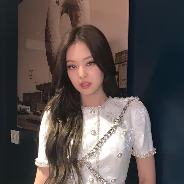 Idol Hàn đeo lens sáng màu: xuất sắc có Irene, Jennie... còn giống ma sói nhất là Hwasa, Hyuna - Ảnh 2.