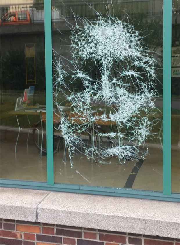 Đẳng cấp họa sĩ: Đập nứt cửa kính cũng tạo ra bức chân dung tuyệt tác, càng nhìn càng mê - Ảnh 5.