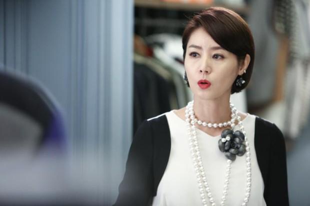 Thời của các bà mẹ Kbiz đã đến: Siêu hot, mẹ Kim Tan chưa phải đỉnh nhất, toàn được ship với con rể vì quá đẹp đôi - Ảnh 1.