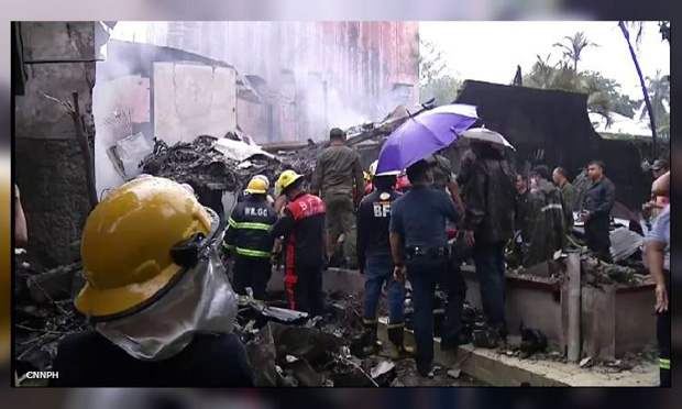 Bảy người thiệt mạng trong vụ máy bay bị rơi xuống khu nghỉ dưỡng và phát nổ - Ảnh 1.
