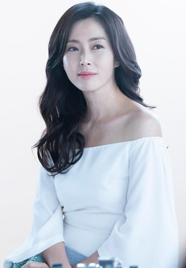 Thời của các bà mẹ Kbiz đã đến: Siêu hot, mẹ Kim Tan chưa phải đỉnh nhất, toàn được ship với con rể vì quá đẹp đôi - Ảnh 14.