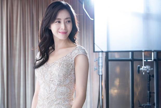 Thời của các bà mẹ Kbiz đã đến: Siêu hot, mẹ Kim Tan chưa phải đỉnh nhất, toàn được ship với con rể vì quá đẹp đôi - Ảnh 17.