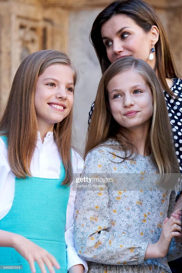 Hai công chúa nhỏ của Tây Ban Nha: Càng lớn càng trổ nhan sắc tuyệt phẩm, style đúng chuẩn lá ngọc cành vàng - Ảnh 5.