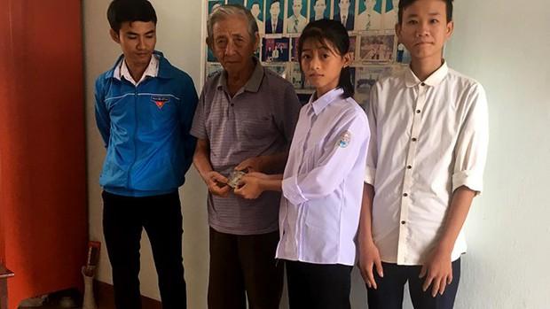 Hà Tĩnh: 2 học sinh nhặt được 14 triệu đồng tìm người đánh rơi trả lại - Ảnh 1.