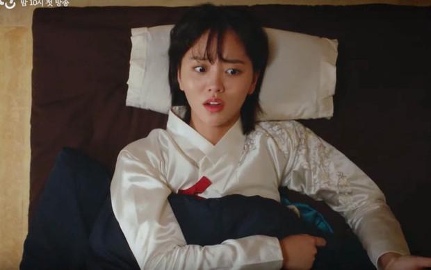 KBS tung teaser Tiểu Sử Chàng Nok Du minh oan cho Kim So Hyun: Hoá ra tạo hình trên hiện đại dưới truyền thống là có lí do cả? - Ảnh 6.