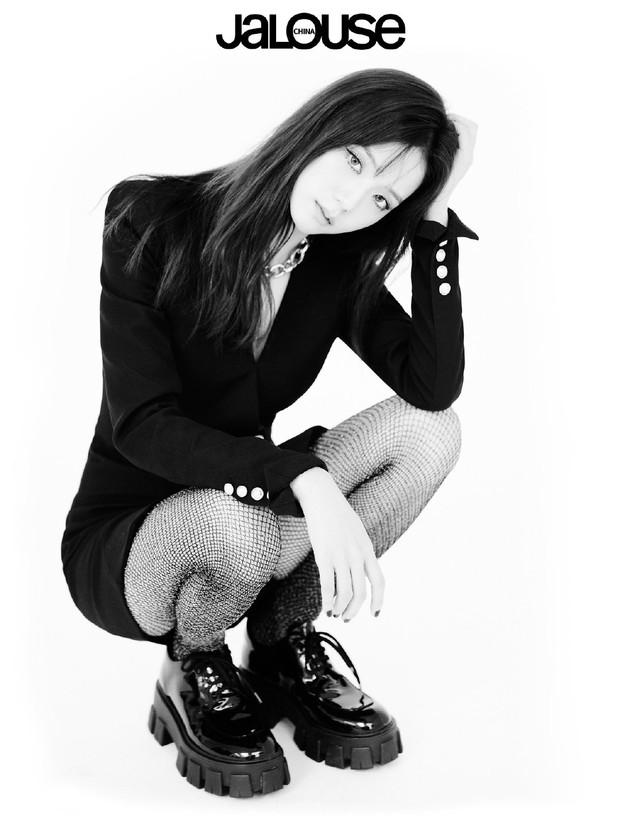 Nín thở trước bộ ảnh mới của BLACKPINK: Visual quá đỉnh, Jennie không còn là center và choáng nhất là Jisoo - Ảnh 8.