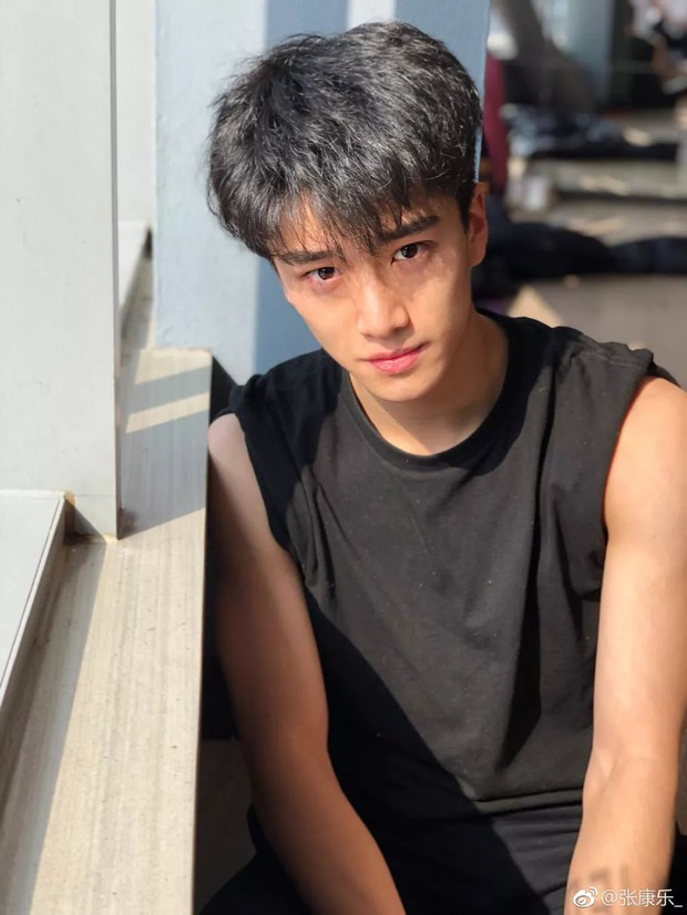 3 nam thần tân sinh viên Học viện Điện ảnh Bắc Kinh: Thiếu gia con nhà nòi không bất ngờ bằng bản sao Song Joong Ki - Ảnh 10.