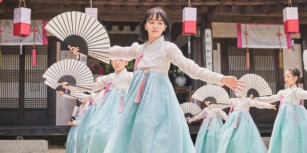 KBS tung teaser Tiểu Sử Chàng Nok Du minh oan cho Kim So Hyun: Hoá ra tạo hình trên hiện đại dưới truyền thống là có lí do cả? - Ảnh 5.