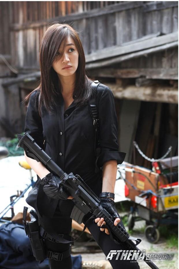 5 đả nữ xinh đẹp lạnh lùng trên phim Hàn: Kim Tae Hee võ công thâm hậu vẫn chưa bằng Soo Ae diệt địch trong phút mốt - Ảnh 9.