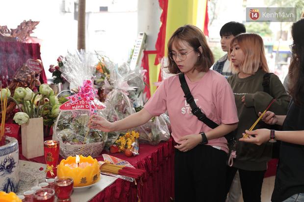 Jun Vũ, Linh Ka xuất hiện rạng rỡ cùng dàn nghệ sĩ thành kính dâng hương cúng Tổ nghề tại sân khấu Thế giới trẻ - Ảnh 12.