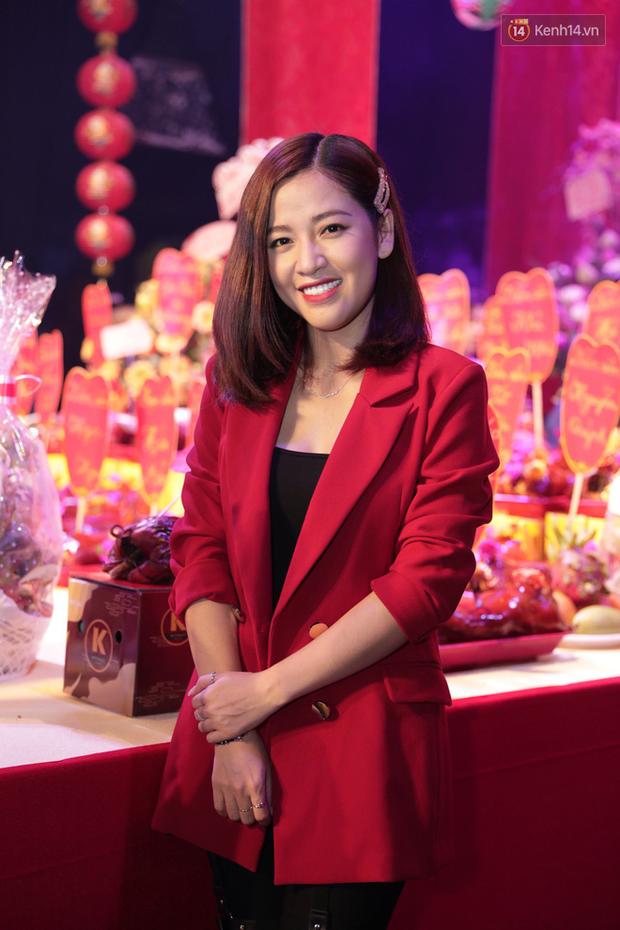 Jun Vũ, Linh Ka xuất hiện rạng rỡ cùng dàn nghệ sĩ thành kính dâng hương cúng Tổ nghề tại sân khấu Thế giới trẻ - Ảnh 4.