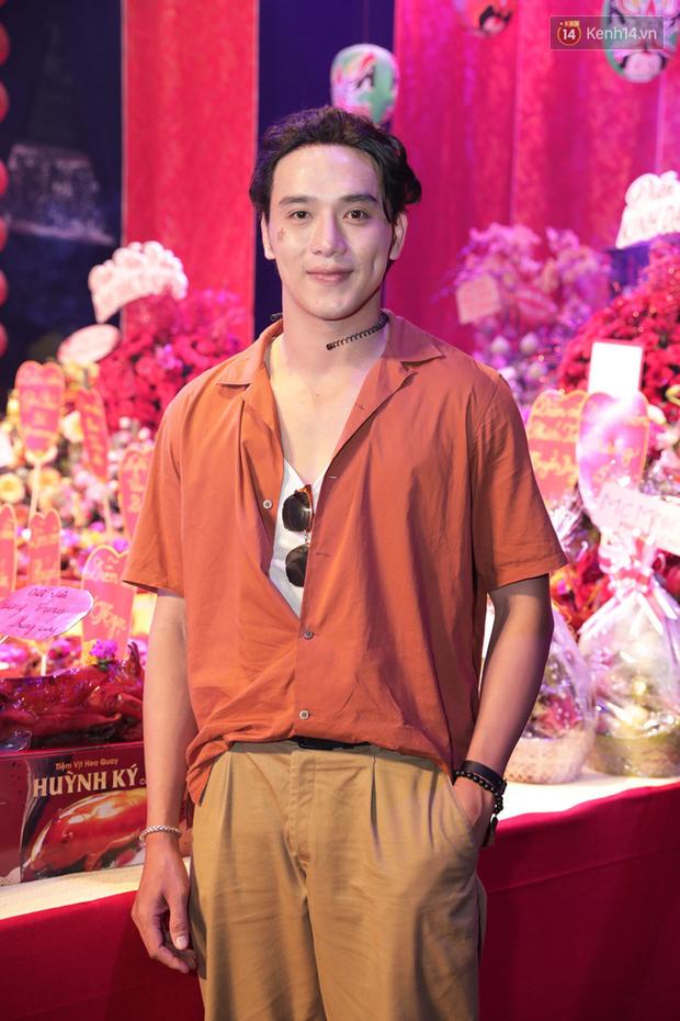 Jun Vũ, Linh Ka xuất hiện rạng rỡ cùng dàn nghệ sĩ thành kính dâng hương cúng Tổ nghề tại sân khấu Thế giới trẻ - Ảnh 6.