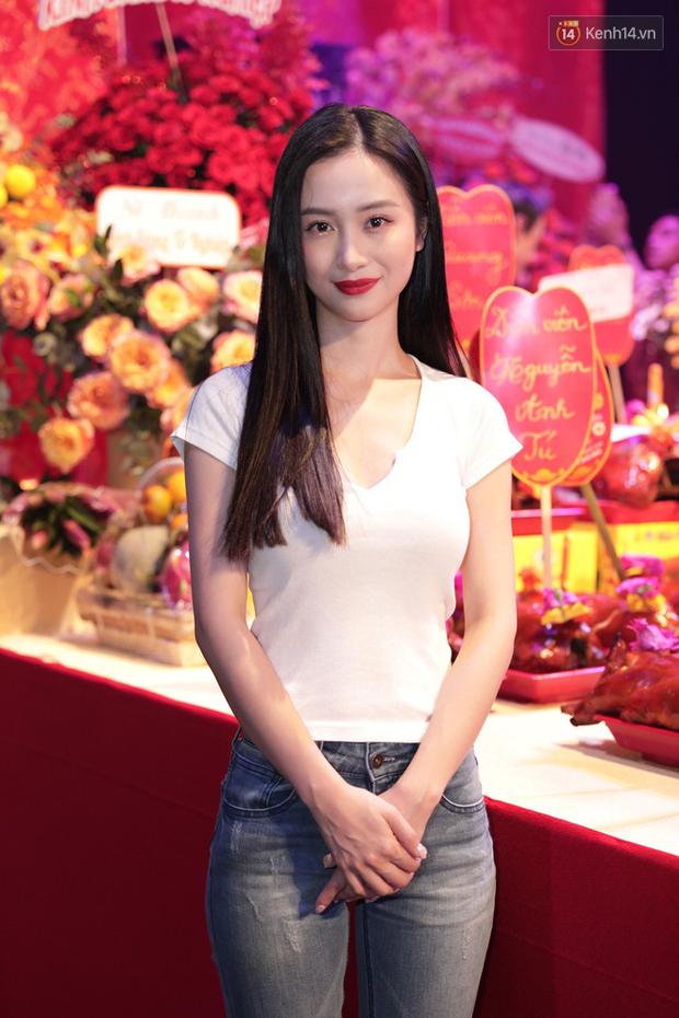 Jun Vũ, Linh Ka xuất hiện rạng rỡ cùng dàn nghệ sĩ thành kính dâng hương cúng Tổ nghề tại sân khấu Thế giới trẻ - Ảnh 1.