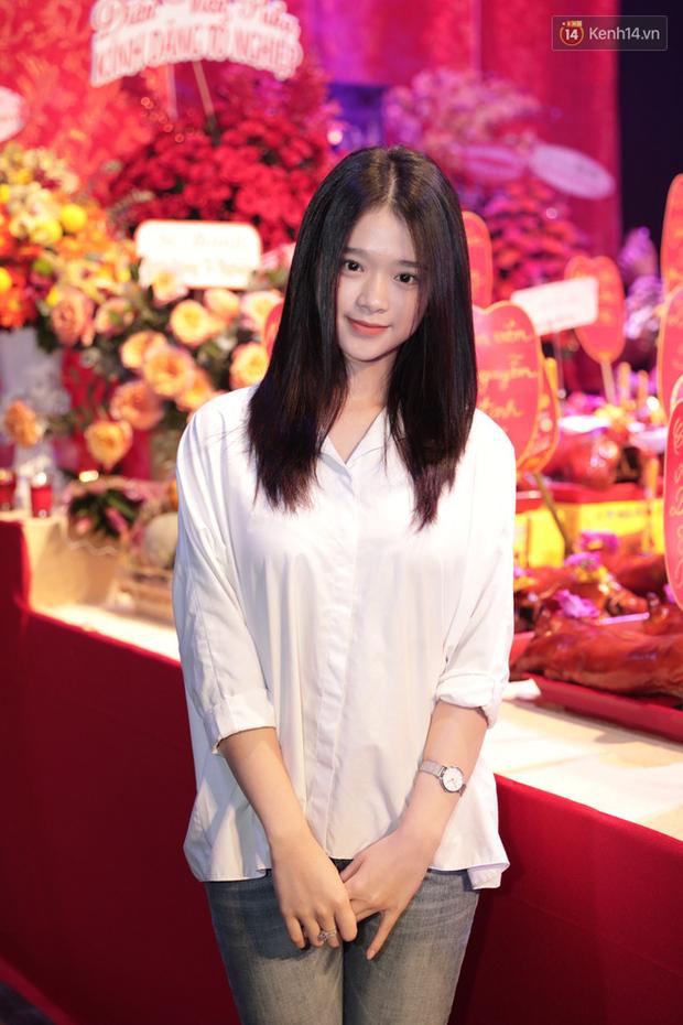 Jun Vũ, Linh Ka xuất hiện rạng rỡ cùng dàn nghệ sĩ thành kính dâng hương cúng Tổ nghề tại sân khấu Thế giới trẻ - Ảnh 2.