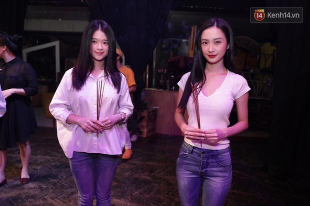 Jun Vũ, Linh Ka xuất hiện rạng rỡ cùng dàn nghệ sĩ thành kính dâng hương cúng Tổ nghề tại sân khấu Thế giới trẻ - Ảnh 3.