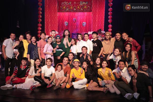 Jun Vũ, Linh Ka xuất hiện rạng rỡ cùng dàn nghệ sĩ thành kính dâng hương cúng Tổ nghề tại sân khấu Thế giới trẻ - Ảnh 15.