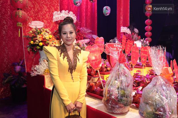 Jun Vũ, Linh Ka xuất hiện rạng rỡ cùng dàn nghệ sĩ thành kính dâng hương cúng Tổ nghề tại sân khấu Thế giới trẻ - Ảnh 10.