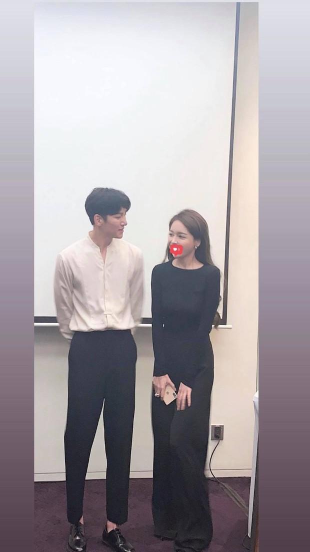 Lừa fan rằng Ji Chang Wook đã ra sân bay về Hàn Quốc nhưng thật ra nam diễn viên vẫn đang ở khách sạn chụp ảnh cười phớ lớ đây này? - Ảnh 5.