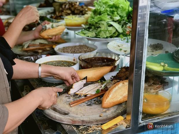 Những biến tấu xuất sắc của bánh mì Việt khắp 3 miền mà ai cũng nên thử ít nhất 1 lần trong đời - Ảnh 6.