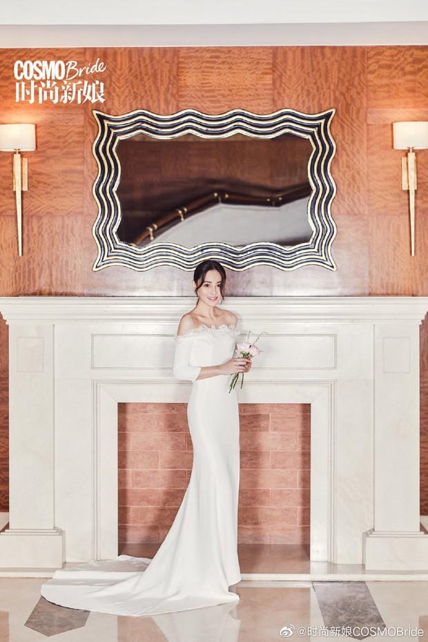 2 nàng gái một con hot nhất Cbiz đọ sắc trên tạp chí: Dương Mịch ma mị, Trương Hinh Dư sắc vóc gây ngỡ ngàng - Ảnh 10.