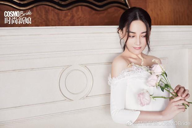 2 nàng gái một con hot nhất Cbiz đọ sắc trên tạp chí: Dương Mịch ma mị, Trương Hinh Dư sắc vóc gây ngỡ ngàng - Ảnh 11.