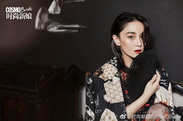 2 nàng gái một con hot nhất Cbiz đọ sắc trên tạp chí: Dương Mịch ma mị, Trương Hinh Dư sắc vóc gây ngỡ ngàng - Ảnh 8.