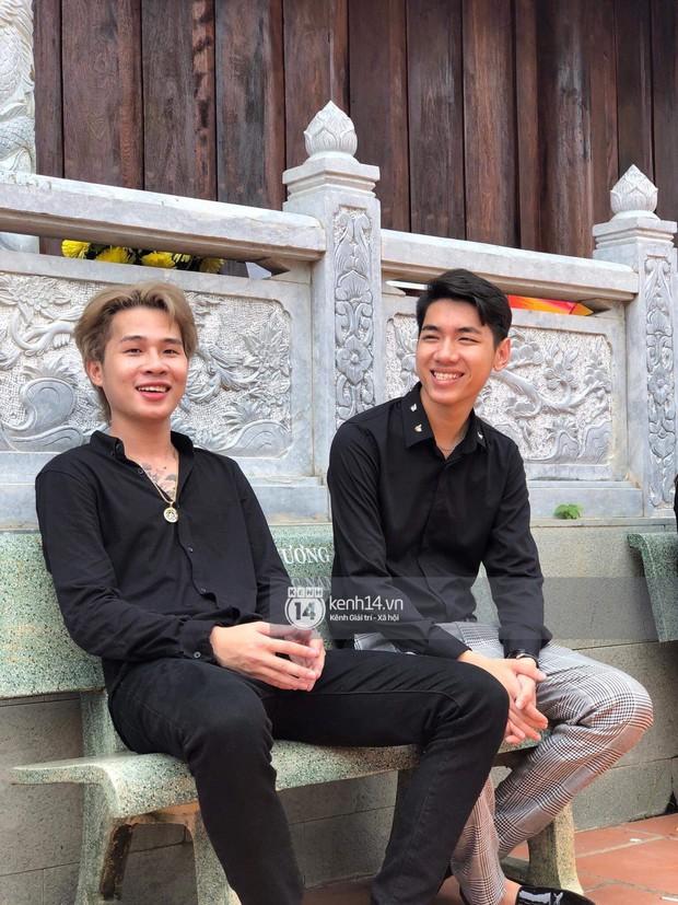 Vợ chồng Hoài Lâm, Trấn Thành cùng dàn nghệ sĩ tề tựu tại nhà thờ của nghệ sĩ Hoài Linh dâng hương cúng tổ nghiệp - Ảnh 25.
