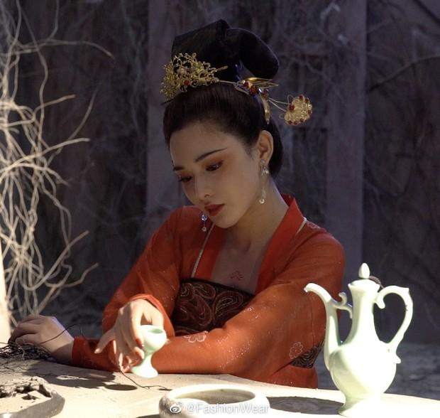 Gà cưng của Phạm Băng Băng - Bành Tiểu Nhiễm được khen vì màn hoá thân Yêu Miêu không thua đàn chị - Ảnh 3.