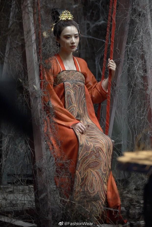 Gà cưng của Phạm Băng Băng - Bành Tiểu Nhiễm được khen vì màn hoá thân Yêu Miêu không thua đàn chị - Ảnh 4.