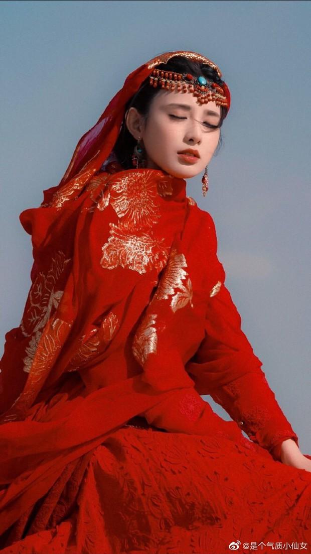 Gà cưng của Phạm Băng Băng - Bành Tiểu Nhiễm được khen vì màn hoá thân Yêu Miêu không thua đàn chị - Ảnh 6.