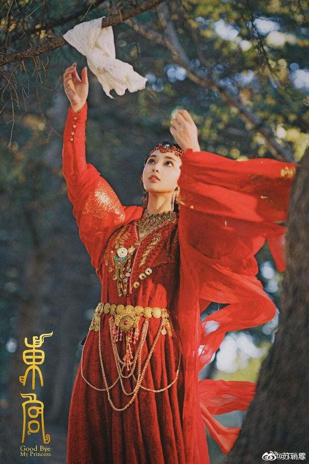 Gà cưng của Phạm Băng Băng - Bành Tiểu Nhiễm được khen vì màn hoá thân Yêu Miêu không thua đàn chị - Ảnh 7.