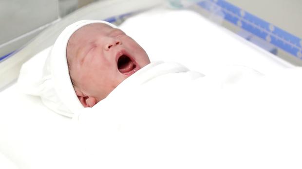 Lê Phương chính thức công khai rõ mặt con gái nhỏ gần 2 tuần tuổi cực dễ thương, sinh vào ngày quá đặc biệt - Ảnh 3.