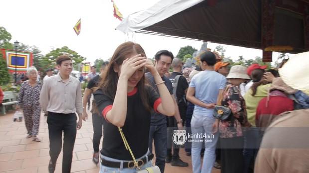 Vợ chồng Hoài Lâm, Trấn Thành cùng dàn nghệ sĩ tề tựu tại nhà thờ của nghệ sĩ Hoài Linh dâng hương cúng tổ nghiệp - Ảnh 27.