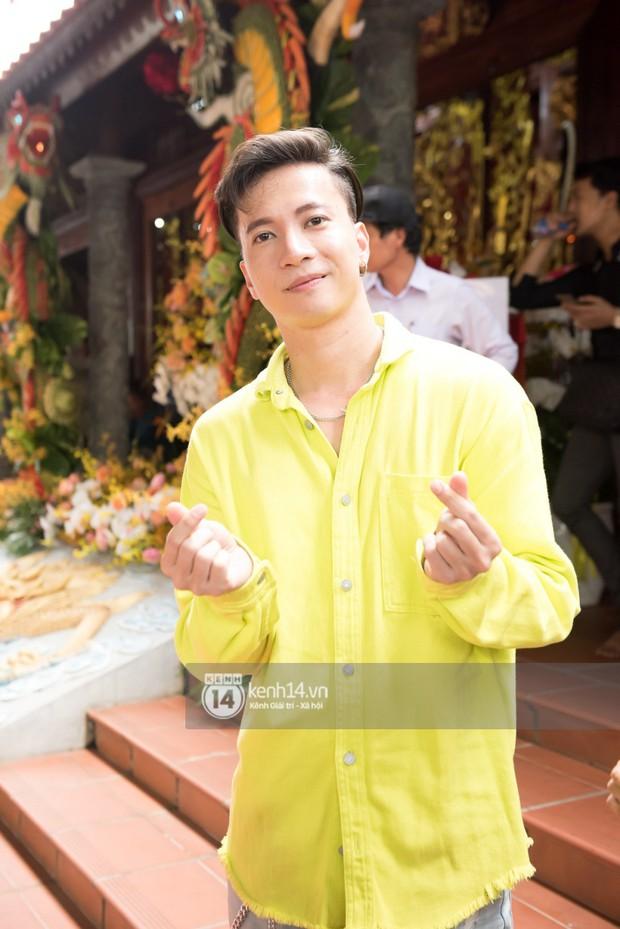 Vợ chồng Hoài Lâm, Trấn Thành cùng dàn nghệ sĩ tề tựu tại nhà thờ của nghệ sĩ Hoài Linh dâng hương cúng tổ nghiệp - Ảnh 15.