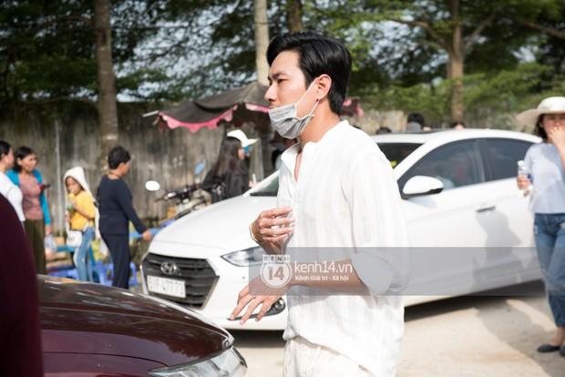 Vợ chồng Hoài Lâm, Trấn Thành cùng dàn nghệ sĩ tề tựu tại nhà thờ của nghệ sĩ Hoài Linh dâng hương cúng tổ nghiệp - Ảnh 18.