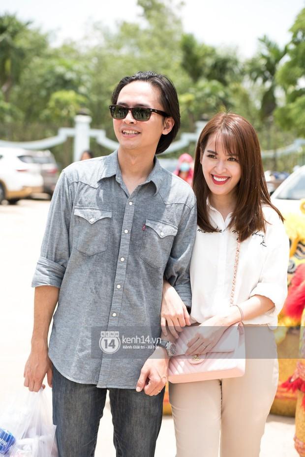Vợ chồng Hoài Lâm, Trấn Thành cùng dàn nghệ sĩ tề tựu tại nhà thờ của nghệ sĩ Hoài Linh dâng hương cúng tổ nghiệp - Ảnh 19.