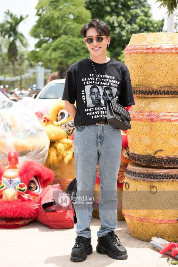 Vợ chồng Hoài Lâm, Trấn Thành cùng dàn nghệ sĩ tề tựu tại nhà thờ của nghệ sĩ Hoài Linh dâng hương cúng tổ nghiệp - Ảnh 22.