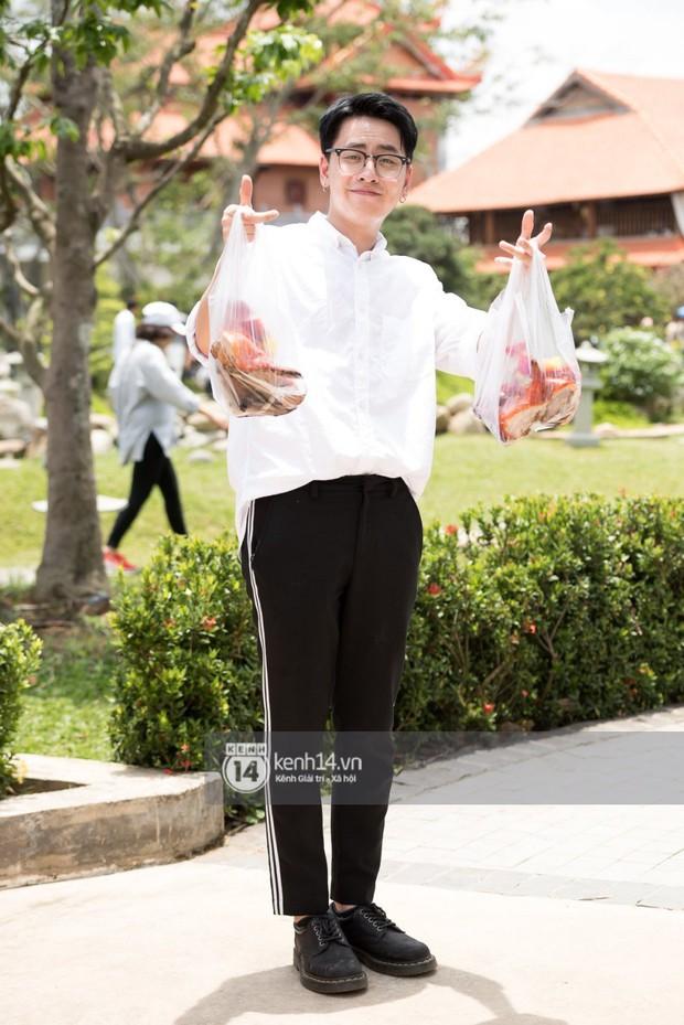 Vợ chồng Hoài Lâm, Trấn Thành cùng dàn nghệ sĩ tề tựu tại nhà thờ của nghệ sĩ Hoài Linh dâng hương cúng tổ nghiệp - Ảnh 23.