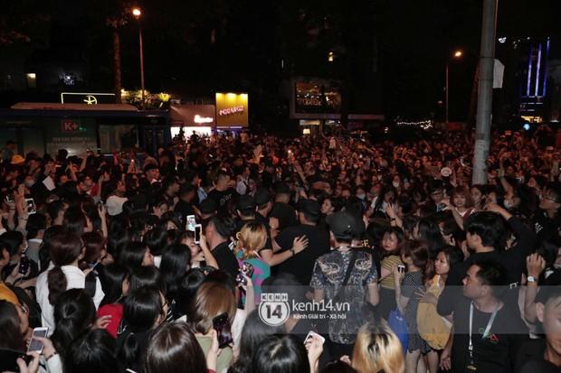 Phía Diệp Lâm Anh thông báo Ji Chang Wook đã ra sân bay, Chi Pu và dàn sao Việt vất vả len lỏi giữa nghìn người vào sự kiện - Ảnh 6.