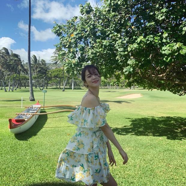 Sống ảo đỉnh như BLACKPINK tại Hawaii: Jennie và Lisa khoe body siêu nuột, Rosé đỉnh nhất mặc kệ ảnh ngược sáng - Ảnh 17.