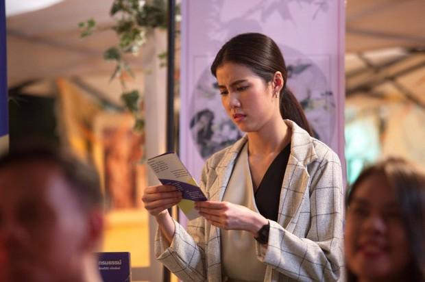 Mỹ nhân Esther Supreeleela xinh đẹp nổi bật tại sân bay Tân Sơn Nhất, sẵn sàng cho buổi công chiếu Thách Yêu 2 Năm - Ảnh 8.