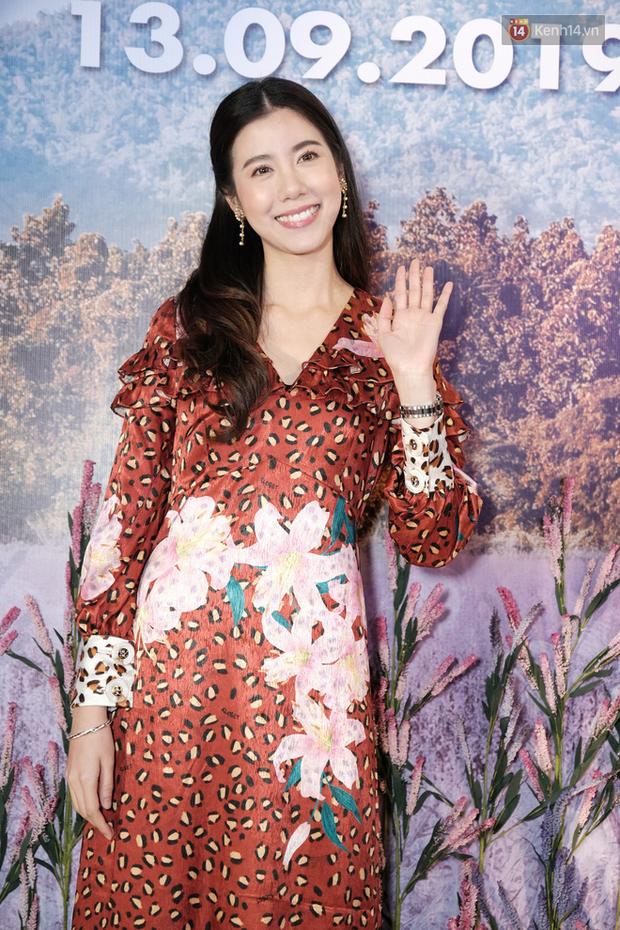 Jun Vũ diện đầm hở bạo chặt đẹp mỹ nhân Thái Esther kín cổng cao tường tại họp báo Thách Yêu 2 Năm - Ảnh 2.
