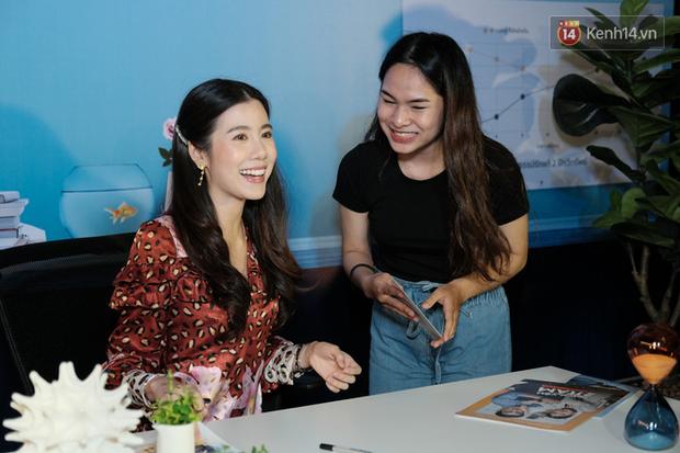 Jun Vũ diện đầm hở bạo chặt đẹp mỹ nhân Thái Esther kín cổng cao tường tại họp báo Thách Yêu 2 Năm - Ảnh 12.