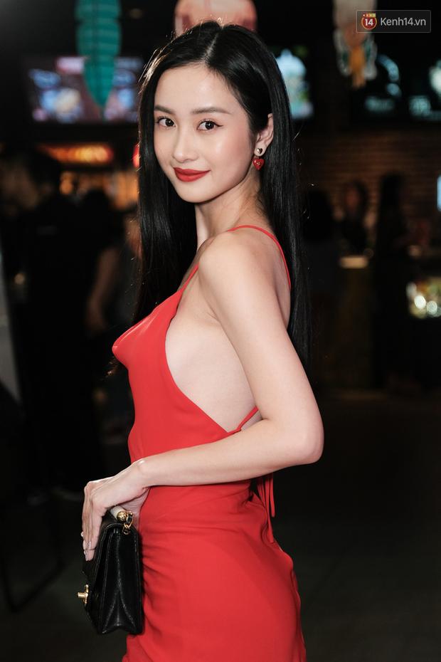 Jun Vũ diện đầm hở bạo chặt đẹp mỹ nhân Thái Esther kín cổng cao tường tại họp báo Thách Yêu 2 Năm - Ảnh 6.