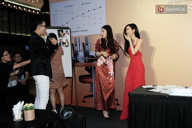 Jun Vũ diện đầm hở bạo chặt đẹp mỹ nhân Thái Esther kín cổng cao tường tại họp báo Thách Yêu 2 Năm - Ảnh 7.