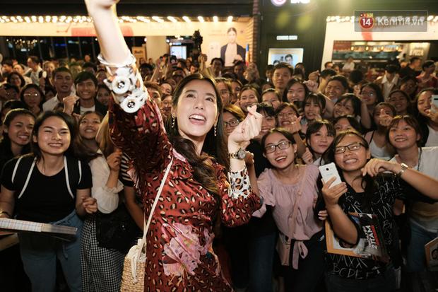 Jun Vũ diện đầm hở bạo chặt đẹp mỹ nhân Thái Esther kín cổng cao tường tại họp báo Thách Yêu 2 Năm - Ảnh 14.