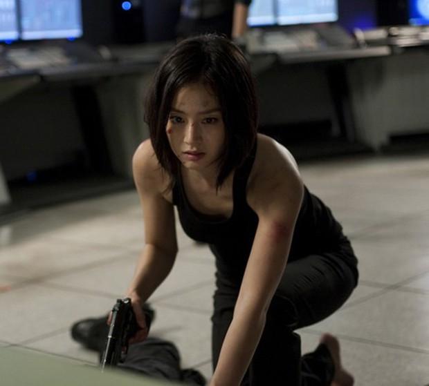 5 đả nữ xinh đẹp lạnh lùng trên phim Hàn: Kim Tae Hee võ công thâm hậu vẫn chưa bằng Soo Ae diệt địch trong phút mốt - Ảnh 2.