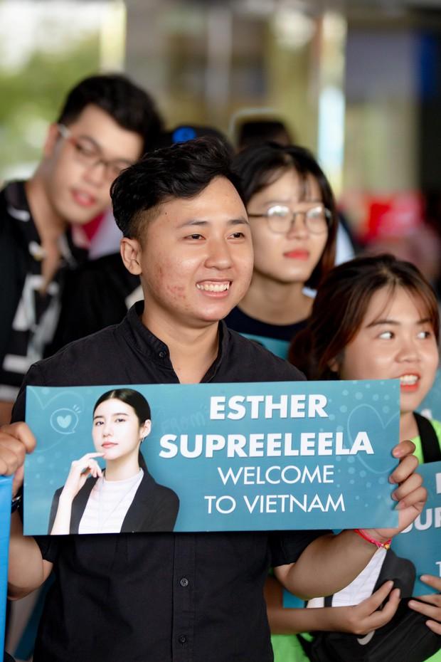 Mỹ nhân Esther Supreeleela xinh đẹp nổi bật tại sân bay Tân Sơn Nhất, sẵn sàng cho buổi công chiếu Thách Yêu 2 Năm - Ảnh 2.